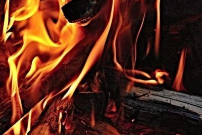 При пожаре в Мордовском районе погибла девушка