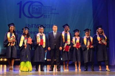 В ТГУ вручили дипломы иностранным студентам медицинского института
