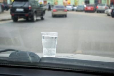 Таксисты в Тамбове на конкурсе профмастерства ездили со стаканом воды на капоте