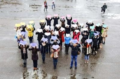 Студенты ТГТУ устроили флешмоб в честь XIX Всемирного фестиваля молодежи и студентов