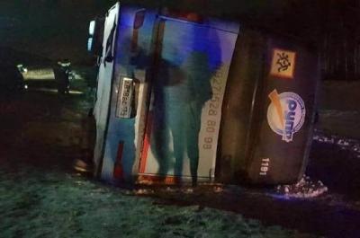 Следователи устанавливают обстоятельства ДТП с перевернувшимся рейсовым автобусом