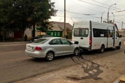 В Тамбове иномарка врезалась в пассажирский микроавтобус