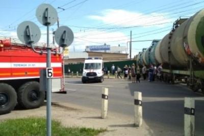 На улице Астраханской сошёл с рельсов поезд с цистернами
