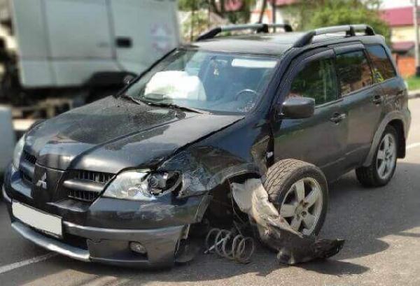 В Тамбове не поделили дорогу две иномарки: есть пострадавшие