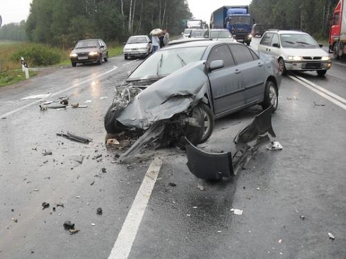 Под Киросановом в ДТП погиб водитель, а двое пассажиров находятся в больнице