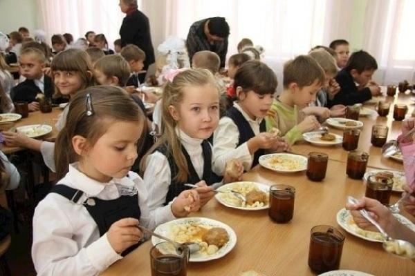 В Роспотребнадзоре рассказали, как правильно питаться в школах