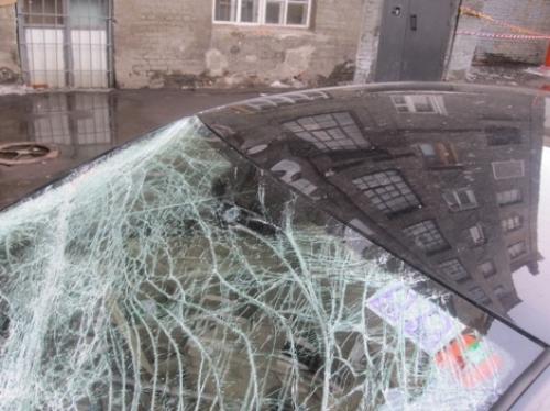 Злоумышленник повредил за ночь 7 автомобилей