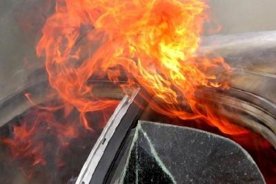 Возле частного дома на улице Куйбышева загорелась иномарка