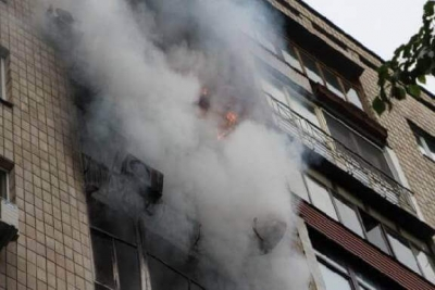 Очевидец о пожаре в многоэтажке в Строителе: Мы бежали на выход, ничего не видя вокруг