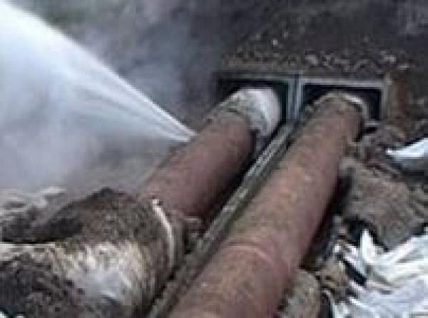 В Тамбове вторую неделю из теплотрассы льётся кипяток