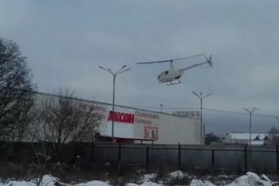 В Тамбове на автостоянку приземлился вертолет
