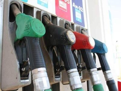 Правительство договорилось с нефтяными компаниями о фиксации цен на бензин