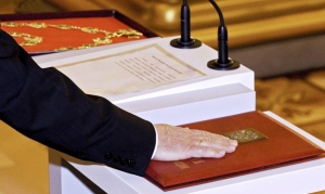 Всех российских чиновников обяжут принести присягу на верность интересам граждан