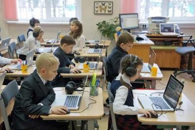 В школах Тамбовской области устанавливают мобильные компьютерные классы