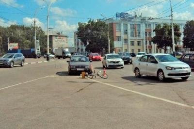 """На Комсомольской площади водитель """"Фольксвагена"""" сбил велосипедиста"""