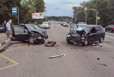 """На Рассказовском шоссе лоб в лоб столкнулись """"Калина"""" и """"Рено"""": пострадали трое"""