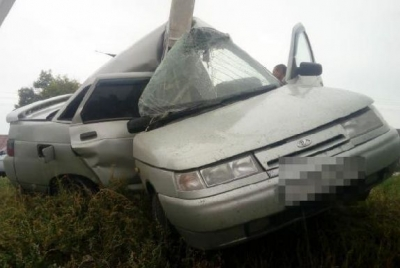 В Тамбовской области легковушка после удара о столб смялась пополам: водитель при смерти