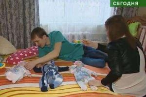 Семью изТамбова, где родились тройняшки, показали поНТВ