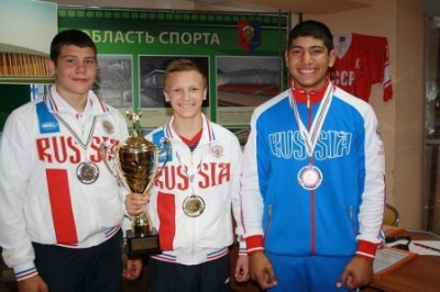 Илья Попов, боксер из Моршанска, сделал первый шаг к победе в юниорском первенстве Европы