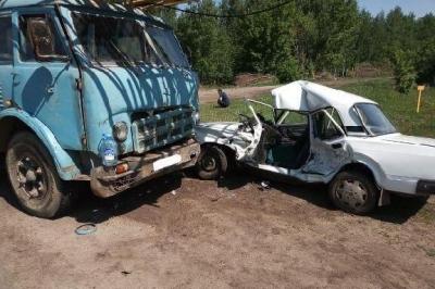 """В Тамбовской области """"семёрка"""" столкнулась с грузовиком: водитель погиб"""
