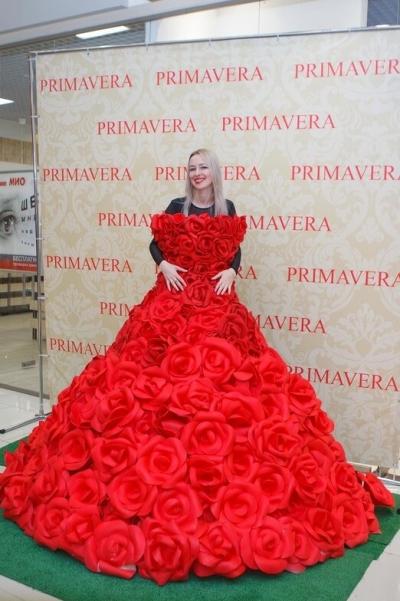 В Тамбов на примерку привезли итальянское платье из роз